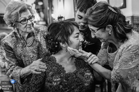 Women guests after the wedding in Cuenca