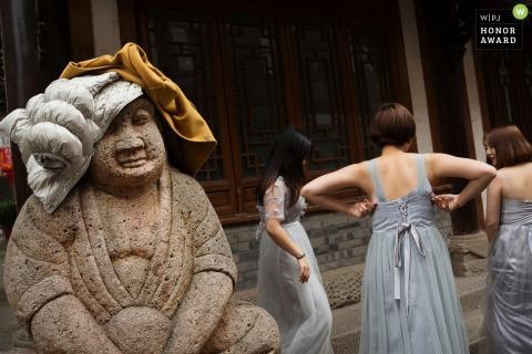 女儐相在中國婚禮前說話