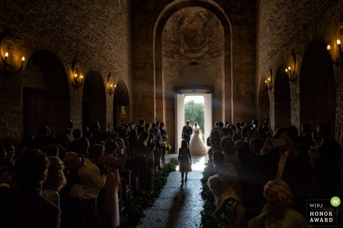 Val Policella - Veneto - Italy | low light bride entrance during the ceremony