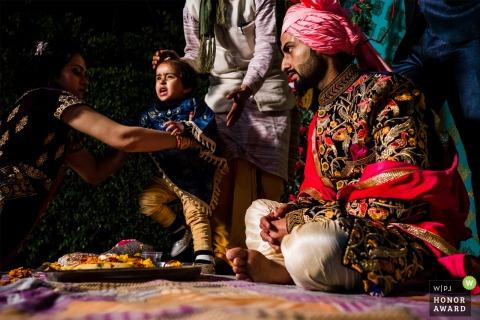 年輕的孩子在儀式期間拒絕離開 - 英國婚禮報導攝影師