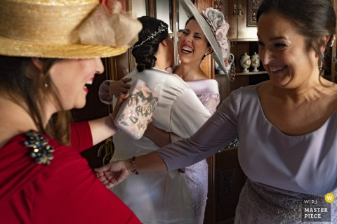 Sagunto bride hugs guests after the wedding ceremony