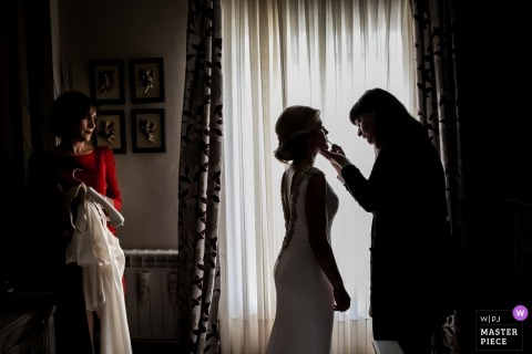 Ubeda bride getting her make up done before the wedding ceremony