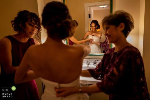 La Jolla California mariée dans sa robe pour sa cérémonie de mariage