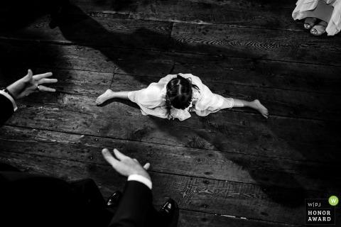Het huwelijkskinderen die van Arlington Vermont op de dansvloer dansen