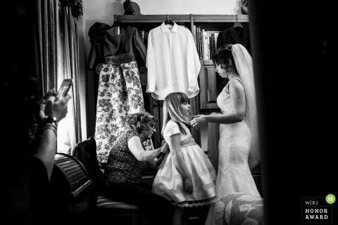 Ubeda wedding ceremony preparations - the bride and the young girl getting dressed