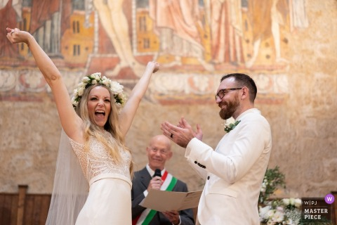 bride ceremony happiness - orvieto wedding photographer