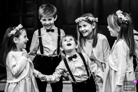 Photo of kids at the wedding having fun in Rosario, Argentina.