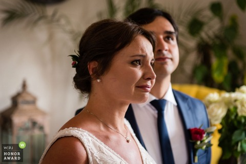 Polen bruid begint emotioneel te worden tijdens de ceremonie