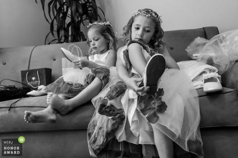 Des enfants de La Jolla tentent de se chausser pour le mariage de San Diego