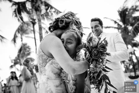 Playa del Carmen wedding photographer - Emotional hug