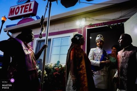 里諾,在汽車旅館的新郎婚禮照片。