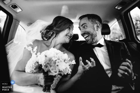Foto de casamento da noiva e do noivo perto de Saint lon les mines, França