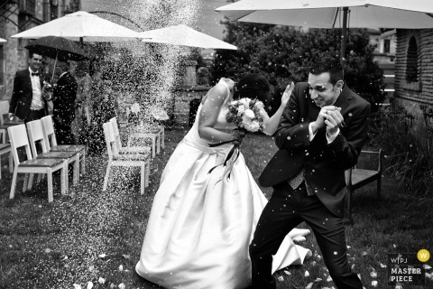 Gipuzkoa wedding picture of the bride and groom trying to escape the tossed rice.