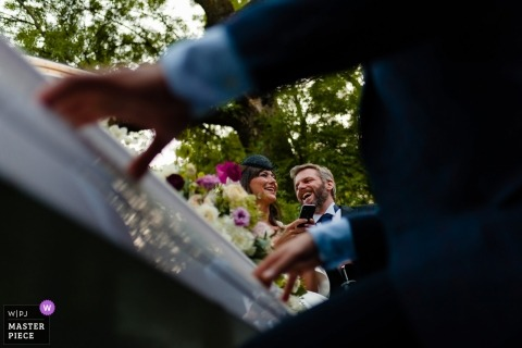 București Wedding Photojournalism | Life piano music at this outdoor wedding