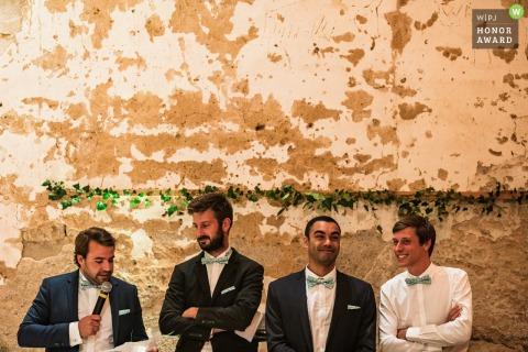 De beste man geeft zijn toespraak bij de receptie - Dun-sur-Auron-bruiloft