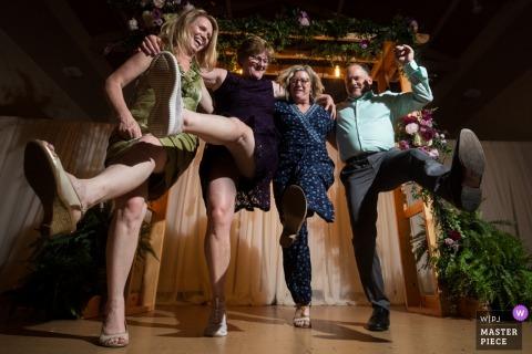 Taniec rodzinny na przyjęciu weselnym w Minnesocie.