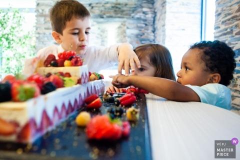 Enfants et dessert au mariage | Fief de la Thioire, Juigné sur Loire, Vallée de la Loire