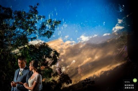 São carlos wedding photo of the couple against vibrant sky