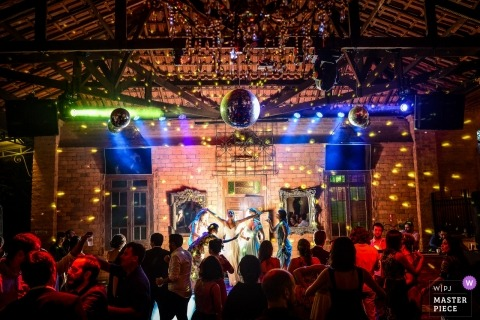 São Carlos Wedding Photojournalist | amazing theatrical DJ lighting for the bride at this reception party