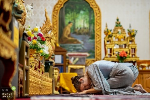 Bride and groom bowing at Thai wedding ceremony in Chicago