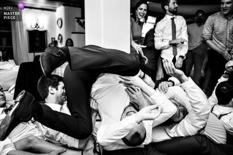 Ljubljana Photojournalist de mariage | La réception en Slovénie se déchaîne avec les gars