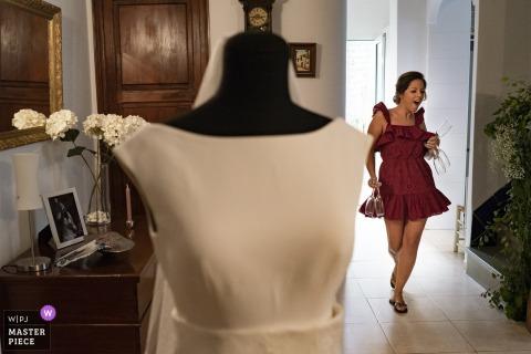 Valencia Hochzeitsfotojournalist | Es ist fast Partyzeit für diese spanische Frau
