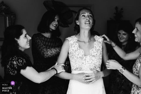Panna młoda i jej przyjaciele - fotograf ślubny na Lazurowe Wybrzeże, Francja