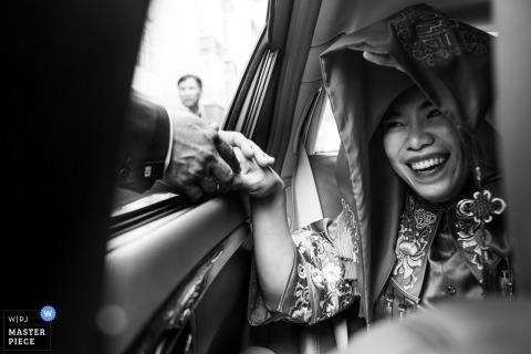 Fuzhou Wedding Photojournalist | panna młoda żegna się z mamą i tatą w Chinach