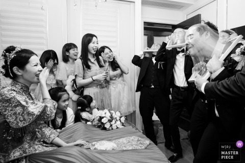 Zhejiang Wedding Photojournalist | China actual wedding day door games for the groomsman