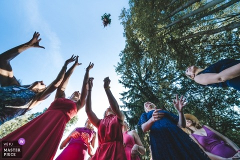 Photo of Guests About to catch the bridal bouquet at this outdoor Frankfurt wedding reception