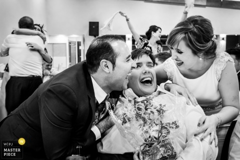 Muro couple during their wedding with guests - family-emotion