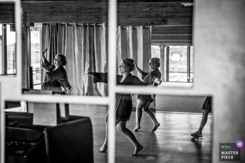 Huwelijksafbeelding door Minneapolis-fotograaf - het beoefenen van dansbezinning vóór de ontvangst van Minnesota