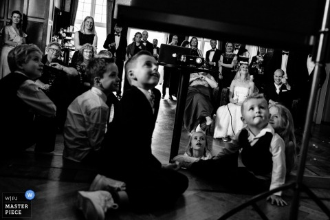 Lage Vuursche wedding photos of children watching a slide presentation during the reception