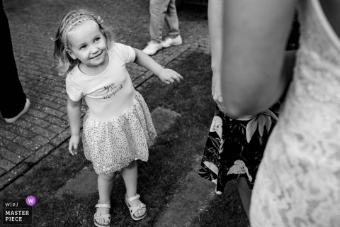 's-Hertogenbosch wedding photo of a young girl looking up at the bride