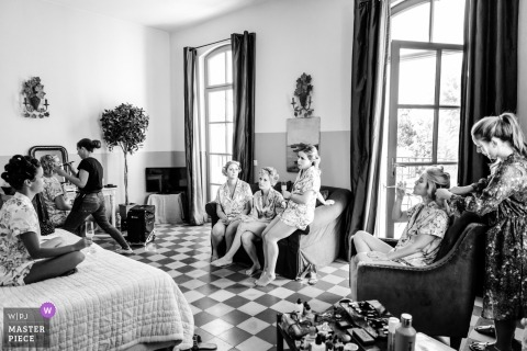 Black and white Wedding photo shoot in PACA with hair and makeup preparations