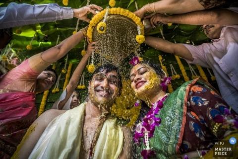 Para Vijyawada podczas indyjskiej ceremonii ślubnej