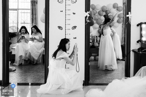 Documentary wedding photography at Huizhou - bridesmaids on their phones, with cameras, and with balloons