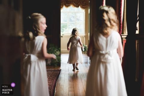 Flowergirls przed ceremonią ślubną - Miss Independant - Hagley Hall, Worcestershire