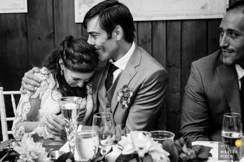 Linekin Bay Resort Boothbay Harbor Maine | Oblubienica jest pocieszona podczas wznoszenia jej ojca przez nowego męża