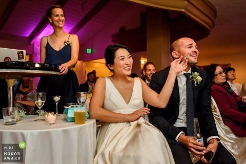 San Diego, Californie Photo de réception de mariage pendant un diaporama émotionnel