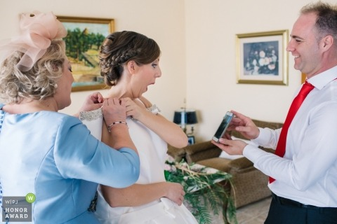 Getting ready with bride and parents - Valencia surprise