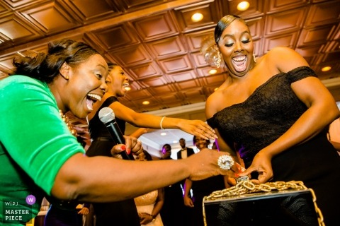 Atlanta Géorgie invités de réception de mariage en essayant leur clé à la serrure