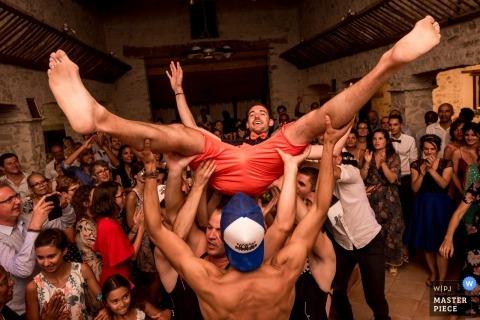Chaumerie en Vendée bruiloftsreceptie feestfoto van de actie op de dansvloer.
