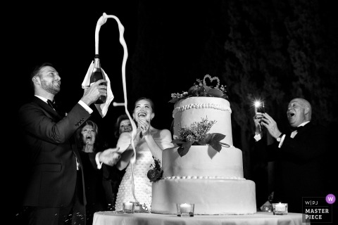 Wedding photojournalism image during cake cutting in Reggio Calabria