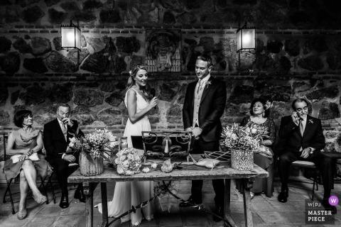 Hacienda el Cardenal Toledo huwelijksshoot met een paar bij de receptie - multicultureel huwelijk toledo spanje - italo spaans huwelijk