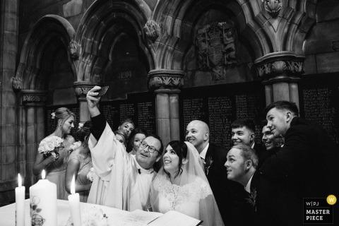 Lukas Powroziewicz, van Midlothian, is een trouwfotograaf voor de Universiteit van Glasgow Chapel