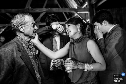 Sparta, Wisconsin fotografia ślubna wypełniona łzami i emocjami.
