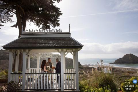 Elk Cove Inn, Elk, CA fotografia di matrimonio in acqua.