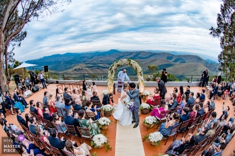 Outdoor wedding ceremony kiss photo at Retiro das Pedras - Nova Lima - Minas Gerais - Brazil