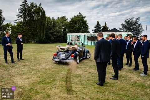 Hesse couple during their wedding - grass burnout with convertible VW bug